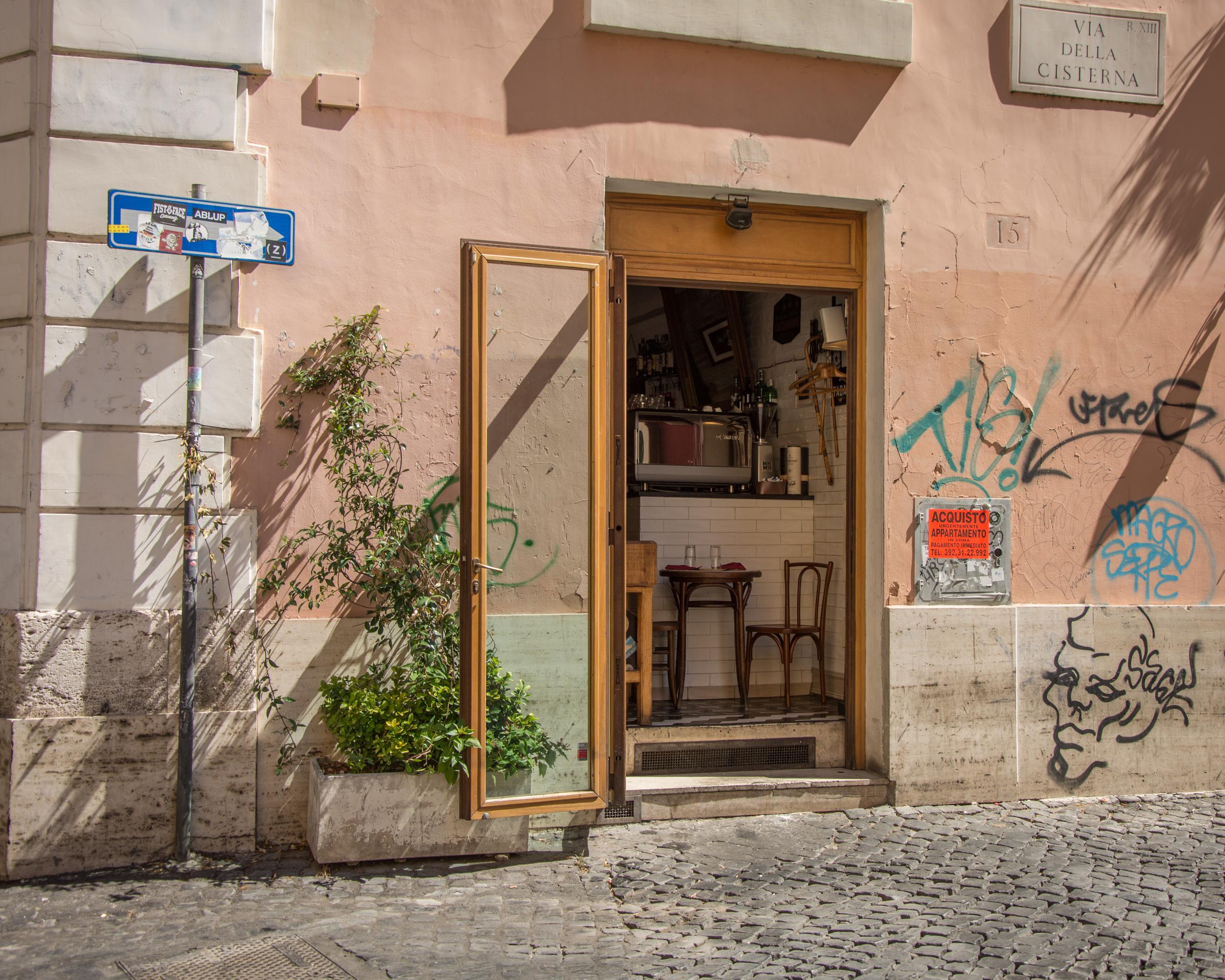 Tavolini Di Marmo Trastevere : A trastevere ci sono più turisti che abitanti. ma è un fenomeno