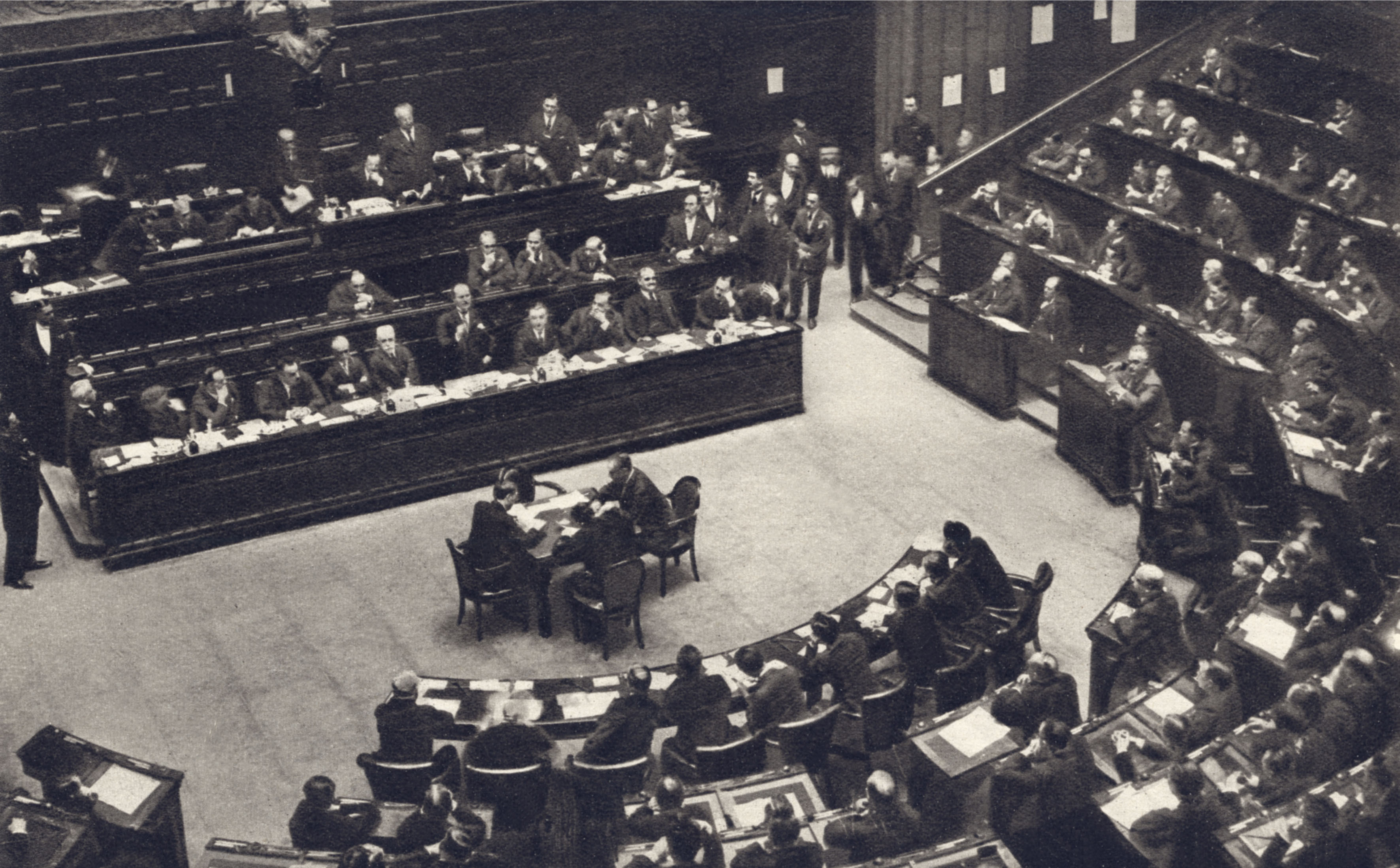 Discorso Camera Mussolini : Benito mussolini discorso alla camera dei deputati youtube