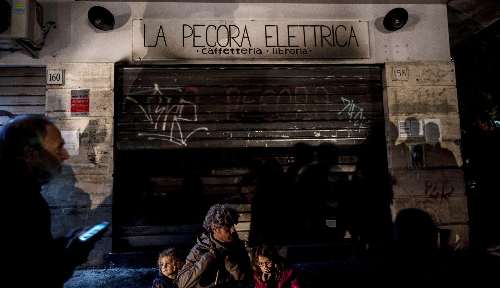 Risultati immagini per ANTONIO MASIELLO PECORA ELETTRICA GETTY IMAGES '